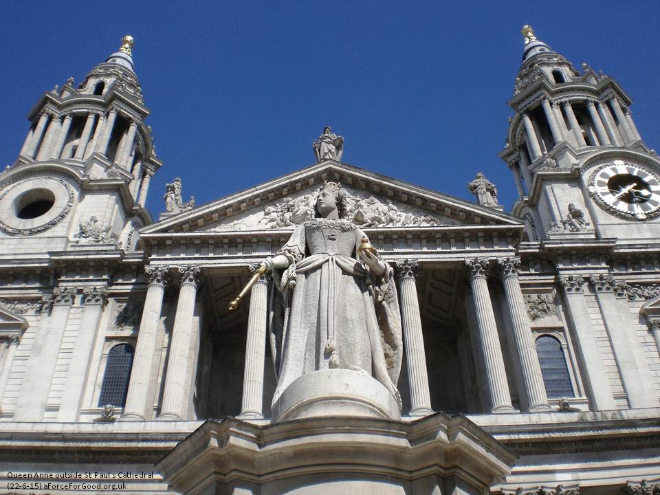 Queen Anne outside St Pauls. Copyright Alistair McConnachie.