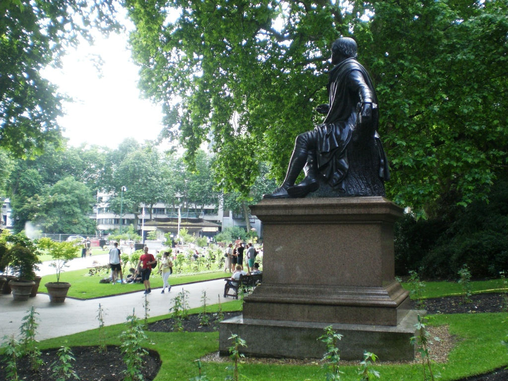 Robert Burns looks out over the Victoria Embankment Gardens. Pic: Copyright of Alistair McConnachie, 17-6-17.
